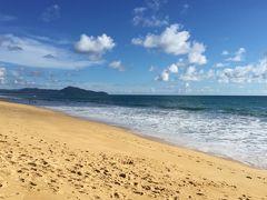 今度は海に行きます。 マリオット・マイカオ・ビーチ・プーケットから歩いて5分くらいでしょうか。 GWは乾季から雨季にかわる境目くらいで、天気はまだよかったですが、波はけっこう高かったです。