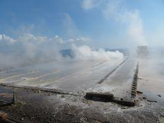温泉に入る前に、すぐ近くにある製塩工場跡を見に行く。昭和19年から昭和39年までの20年間、ここで温泉熱を利用した製塩が行われていたそうだ。