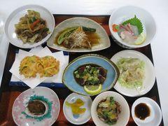 グリーンホテル福住の夕食。名物のかつおのたたき、鯛の刺身、煮魚(魚の種類は忘れた)、アワビなんかもあり、なかなか豪華。ご飯のお代わりもでき、いつもより多く食べてしまった。