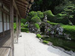家屋の目の前に庭園があり、敷地は一般の家よりは広いが、広大な程ではない。