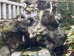 湯前神社の中に、熱海の源泉がありました。 家康もよく利用したそうで、出世の湯とも言われています。