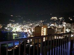 今夜は、友人夫婦の別荘にお世話になりました。熱海花火大会を見た後、部屋に帰り、熱海市街地を眺めています。