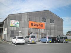 ローカル感溢れる建物…というより、JAの倉庫の一部をそのまま店舗に利用しています。