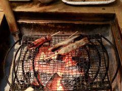 熱海花火大会の後に、事前予約の上、「囲炉茶屋」で食事をしました。囲炉裏を囲み、海鮮やお肉を焼いたり、新鮮なアジの刺身を食べたり、焼き魚の焼いた香りが、食欲をそそります。