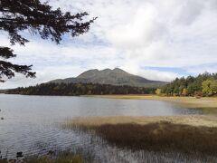 尾瀬沼と燧ヶ岳。 この対がすばらしい景観を生み出している。