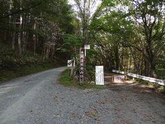 14:23 一ノ瀬からの林道(左)と合流しました。