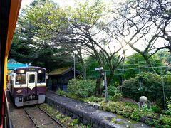 沢入(そうり)駅。難読駅だな、、  間藤行と行き違い。すごく画になる駅。