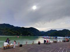 【相模湖】 清里から北杜市を抜けて韮崎市で高速に乗って順調に進んでいたのでちょっと相模湖に寄り道をしてみました。思ったよりも人が多くて賑やかだったので少し景色を眺めながら休憩した後、自宅に向けて出発しました。その後、やや出口渋滞があったりしたものの、予定より早い時間に家に着きました。早め早めに行動をして良かったです。