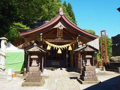 「高龍神社」の高龍大神さまに手を合わせます 御利益は、金運の他、運気隆昌・商売繁盛・縁結び・諸願成就などだそうです