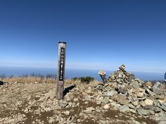 11時8分、火打山山頂です。 泥濘によるペースダウンが響いて計画より10分ほど遅れてしまった…