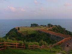 知念岬公園は海に囲まれるようにつくられた公園でした。 こんな凄い公園初めて!