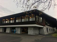 名匠・井上誠一設計の名門コース。クラブハウスも大御所・村野健吾設計。
