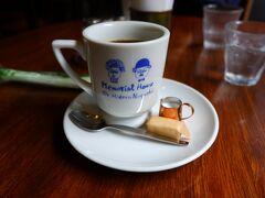 七日町の会津壱番館というカフェで小休止。 2階に野口英世青春館があるので、カップにも野口英世夫婦が描かれています。