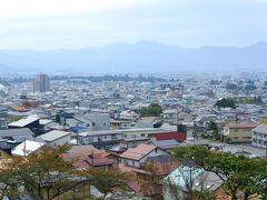 飯盛山から鶴ケ城方面。