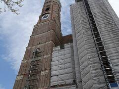 続いてフラウエン教会を訪問。 塔が工事中で外観からいきなり凹む。