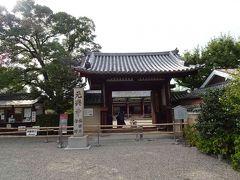 少し歩いて、元興寺(がんごうじ)に到着。拝観料を払って、中へ入りましょう!