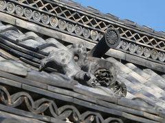 誓願寺の門の上で逆立ちしようとしている狛犬くん。 構図がイマイチですいません。倉敷を訪れた際はほんものを見てあげて下さい。