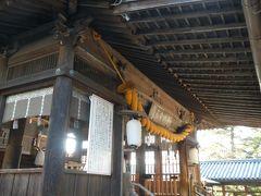前の写真にある北随神門先の急な石段を上がるとすぐに拝殿がお出迎え。 2ヵ月たった今回も、世の中が早く落ち着くようにと祈念しました。