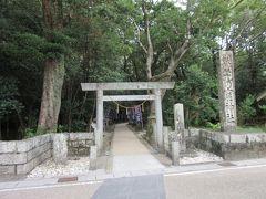 全く不勉強のまま三重を訪問してしまいましたが、隣接する「花の窟神社」は熊野古道と共に世界遺産にも登録されている歴史ある神社との事 日本書紀にも記述がある日本最古の神社だそうです。