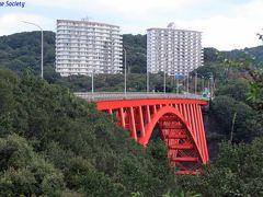 【的矢湾大橋】 1976年(昭和51年)竣工、上路ローゼ橋。  対岸に展望台もあるのですが、木々が生い茂ってよく見渡せませんでした。