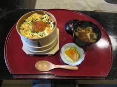 11:30 前回泊まった料理旅館「田事」にリピート。 名物の「めっぱ飯」を予約しておきました。 この他に前菜や揚物、デザートが付いて税込2,200円の満足なランチタイムです。