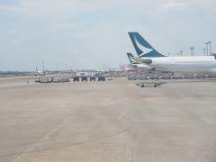 台湾桃園国際空港に到着、キャセパシフィックがお出迎え