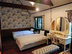 部屋はコテージタイプ 天井が高く、けっこう広い部屋。