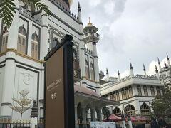 1824年に原型が建設されたサルタンモスク イギリス東インド会社も建設費用の一部を協力しています。