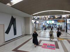 14:35 児島駅 早速ジーンズのお出迎え