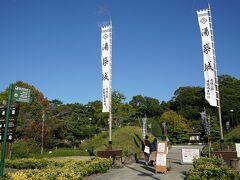 湯築城跡。 松山城のすぐ近くに別の城があったんですね。湯月市というのが開催されていると掲示されていたので寄ってみました。