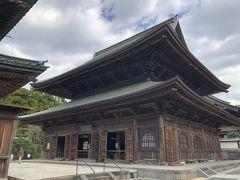 仏道の先にある法堂。これも、国指定重要文化財です。