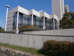 日比野駅から名古屋国際会議場に向けて歩きます。名古屋国際会議場は平成元年に開催された世界デザイン博の際に建設されています。