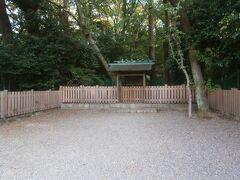 熱田神宮内にある下知我麻神社に参拝します。東海道や佐屋街道に面していたことから旅行安全の神様として信仰を集めています。