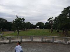 その先には公園があります。伊勢丹は相模大野駅からこの公園に抜ける通路としても重宝されていました。