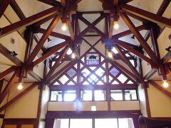 次ぎに文学館に行きました。 ここも展示物は撮影禁止です。 ホールの天井が綺麗だったので撮影しました。  ここは永井路子さんを中心に展示物が多く有りました。