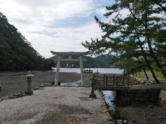 韓国展望所の観光を終えて再びバスに乗るとまたもや長距離移動。 でもツアーなので寝てても大丈夫。 乗り過ごさない。 そういう意味ではやっぱり楽だわ。 韓国展望所からバスで移動すること1時間半ほどで和多都美神社到着。  https://4travel.jp/travelogue/11652365