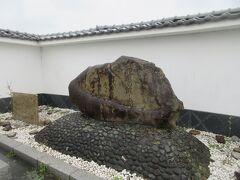 船着場近くに設けられた石碑は対岸の高槻市へ郵便物を届けた事の記憶 この右隣に明治の大洪水記念碑が巨大石で残されていたのですが撮りそびれました。