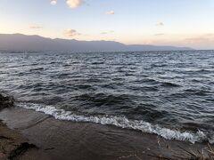 そして、こちらは本日の琵琶湖  さすが日本を代表する湖 海みたいにザブンザブン波があるよ  水平線だって見える