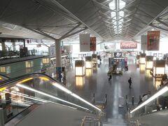 セントレア空港、本当に人が少ない・・・ カードラウンジもガラガラ、寂しい限りです。 写真はありませんが、那覇空港は人が多かったです。