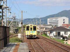 南直方御殿口駅到着。JR線が近接する駅。