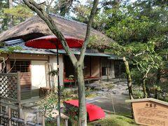 代々の藩主たちが愛してやまなかったと伝えられる掬月亭。 本園の数ある茶屋風の建物の中でももっとも大きく、「大茶屋」と呼ばれていました。