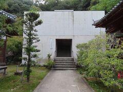 68番札所 神恵院(じんねいん) 本堂は、この上階段の先にあります。
