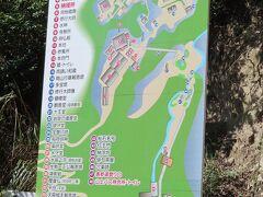 71番札所 弥谷寺 下からシャトルバス(マイクロバス)が出ていました。 上り400円 下り200円 のんびり歩けばさほどきつくない道(階段)ですが、時間がない場合お世話になります。