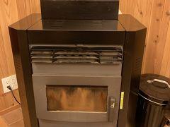 gotoキャンペーンを利用して清泉寮のデラックスコテージに宿泊。暖炉は無くペレットストーブでした。