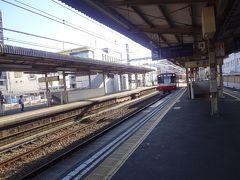 神奈川新町駅  この駅 日中 急行と普通電車のみだけです。 この先 横浜駅寄りの踏切で 昨年(2019年)9月踏切事故ありました。