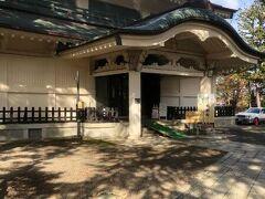上杉神社の宝物殿である稽照殿へ。上杉家ゆかりの文化財が収蔵されています。