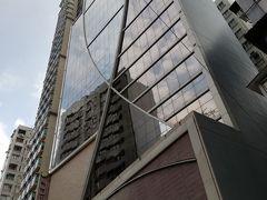 今日の宿 マデラ ホン コン ホテル (Madera Hong Kong Hotel) 6050円  数日前、香港のホテルを検索してびっくり! 香港中のホテルの料金が暴落していました。 少し前ならこの値段でこのレベルのホテルには泊まれなかったでしょう。 ちなみに数年前、同じ佐敦のエバーグリーンホテル(萬年青酒店)に7000円くらいで泊まったことがあります。この日、エバーグリーンは3千円台で出ていました。