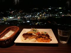 長崎の夜景を見ながらトルコライスを食す。