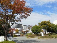 出口が渋滞してたフルーツパークを過ぎ、バスは三田の神鉄フラワータウン駅に到着。 新神戸駅から40分前後で到着した。