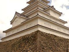どう攻めたら落とせるのかな? 結構、石垣が高いからどこから攻めたら良いのか…。